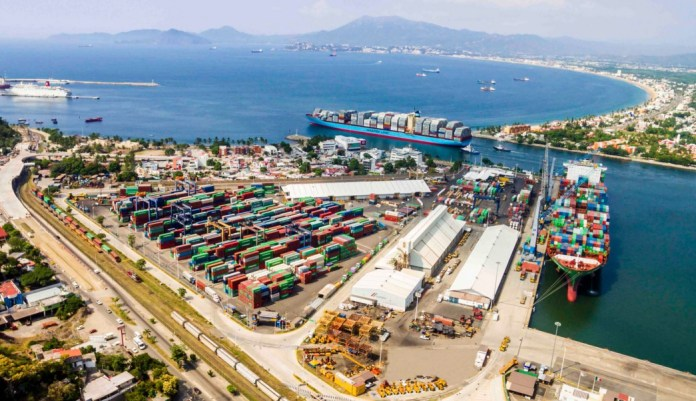 Registró puerto de Manzanillo caída en movimiento de autos en el mes de enero