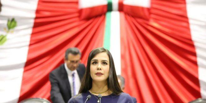 La diputada de MORENA Rosy Bayardo votó a favor del PRI en el congreso