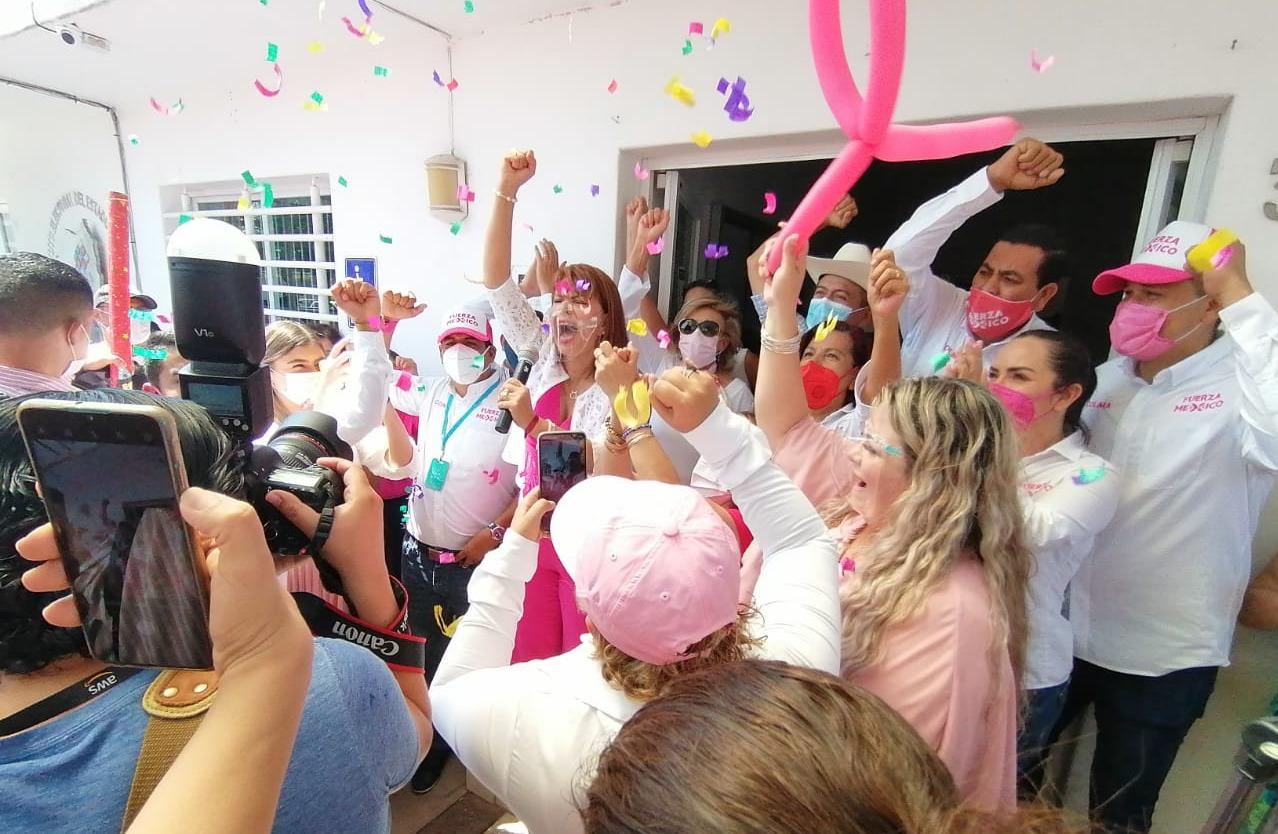 Claudia Yáñez se registró como candidata al gobierno del estado de Colima por el partido Fuerza Por México