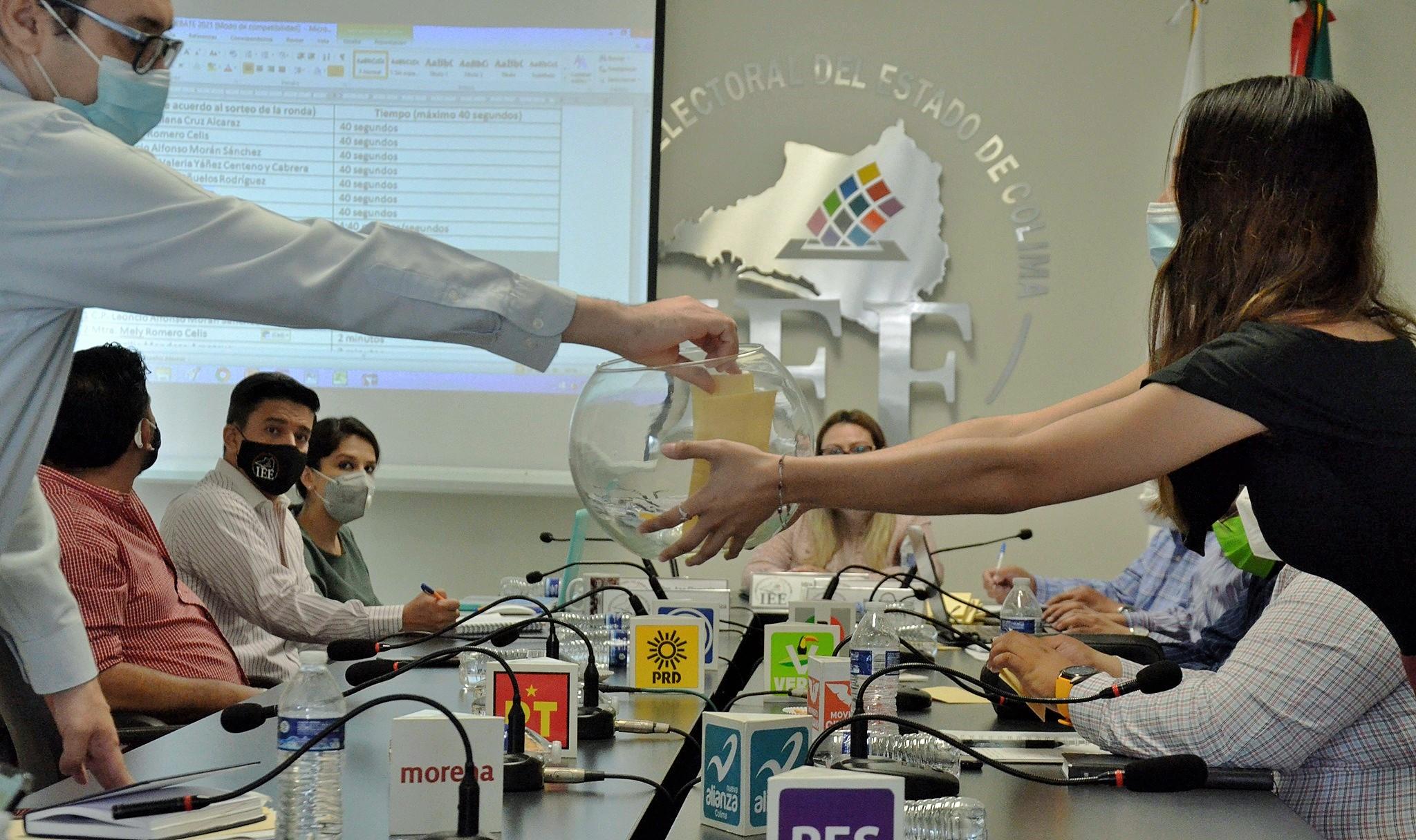 Participarán siete candidaturas en debate político organizado por IEE Colima; sortean ubicación y participación